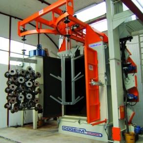 Granigliatrice-per-il-trattamento-di-materiale-appeso-su-bilancelle